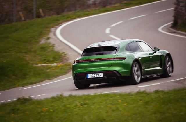 Foto von Porsche Taycan Cross Turismo